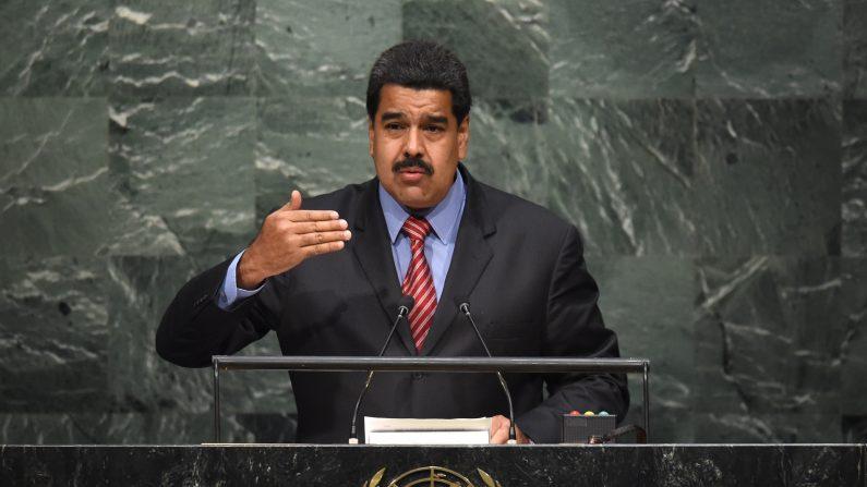 Nicolás Maduro, presidente de Venezuela, habla a la Cumbre de Desarrollo Sostenible de las Naciones Unidas en la Asamblea General de las Naciones Unidas en Nueva York el 27 de septiembre de 2015 (Photo credit should read TIMOTHY A. CLARY / AFP / Getty Images )