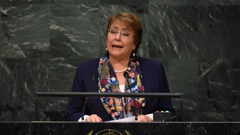 Michelle Bachelet, Presidenta de Chile ocupa la 70ª Sesión de la Asamblea General de la ONU 28 de septiembre 2015 en Nueva York (Photo credit should read TIMOTHY A. CLARY / AFP / Getty Images)