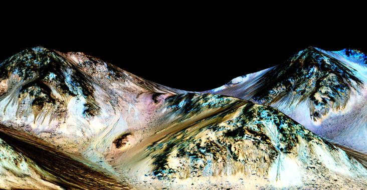 "Ejemplos de oscuras ""líneas de ladera recurrentes"" (RSL) en Marte. (NASA/JPL/University of Arizona)"