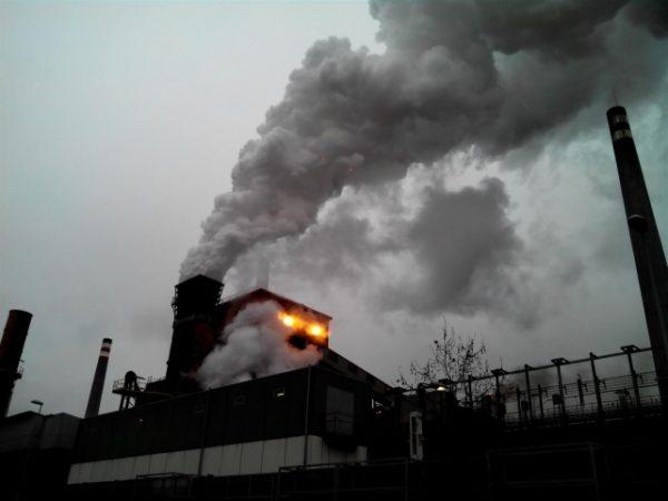 Europa registra 71.000 muertes prematuras por contaminación del aire, 2.000 de ellas en España, según Greenpeace. (La Información)
