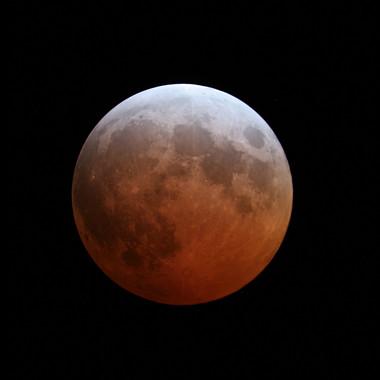Eclipse de Luna similar al que ocurrirá el próximo 27 de septiembre. (IAA-CSIC)