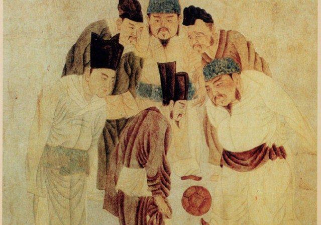 El emperador Song Taizu, el emperador Taizong, el primer ministro Zhao Pu y otros ministros jugando a Cuju. (Qian Xuan / Dominio Público/WikimediaCommons)