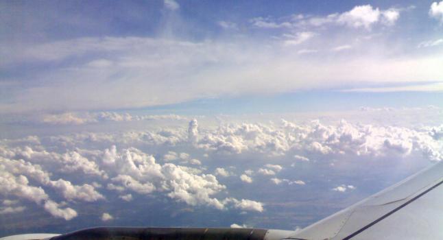 ¿Cuanta radiación recibimos al viajar en un avión? Vista desde la ventana al exterior sobre los Andes. (A.Gubin- La Gran Época)