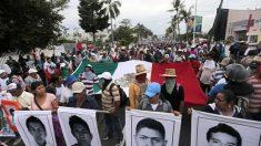 Fiscalía mexicana ofrece recompensa por implicados en desaparición de 43 estudiantes