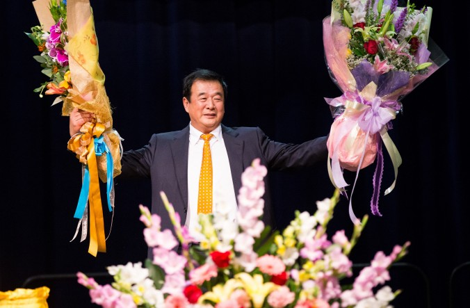 El Sr. Li Hongzhi en la conferencia de intercambio de experiencias de Falun Dafa 2015  en el Centro de Convenciones de Los Angeles el 16 de octubre (Larry Dye/Epoch Times)