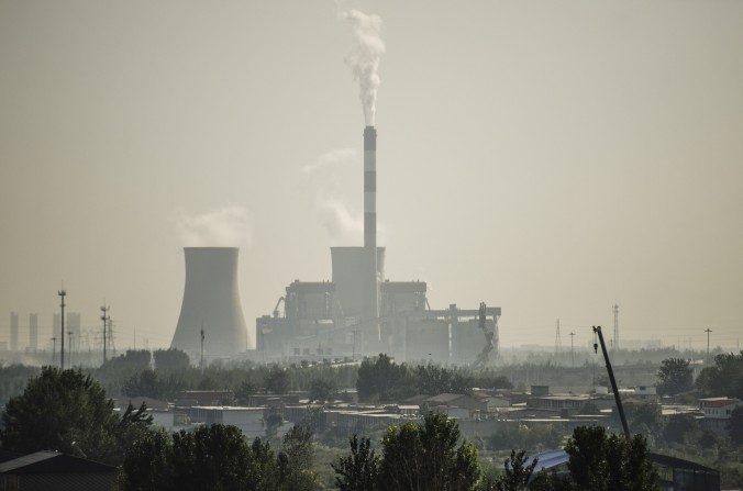 Una fábrica en las afueras de Shijiazhuang en la provincia de Hebei en China el 25 de septiembre. (Fred Dufour / AFP / Getty Images)
