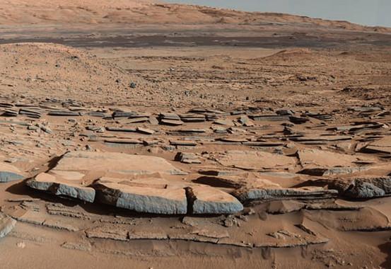 Estratos rocosos asociados a los antiguos sedimentos de los lagos que hubo en el cráter Gale. / NASA/Caltech/JPL/MSSS