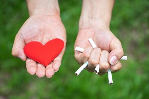 ¿Quieres dejar de fumar? La acupuntura puede ayudarte