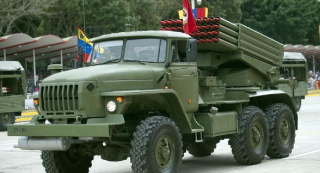Nuevos vehículos para militares venezolanos entregados por el chavismo, 2/4/13. ( JUAN BARRETO/AFP/Getty Images)