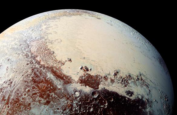 En el brillante 'corazón' de Plutón se encuentra Sputnik Planum, un mar de nitrógeno congelado que puede albergar icebergs de agua helada. Lo que ocurre debajo, se desconoce. / S.A.Stern et al./NASA/JHUAPL/SwRI