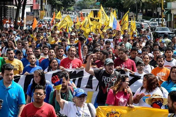 En manifestación política asesinan a dirigente opositor (Photo credit should read FEDERICO PARRA/AFP/Getty Images)