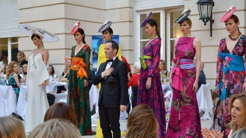 La 22° Edición del desfile de moda a beneficio Six O'Clock Tea se desarrolló en los jardines y salones de la Residencia del Embajador de España en Buenos Aires, Argentina. (Mercedes Gambini/ La Gran Época)
