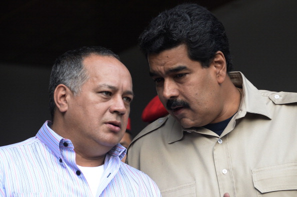 Diosdado Cabello y Nicolás Maduro. (Foto: LEO RAMIREZ/AFP/Getty Images)