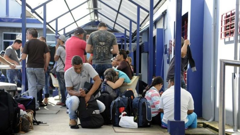 Miles de cubanos habían entrado este domingo de manera ilegal a Costa Rica. (Getty Images/AFP/)