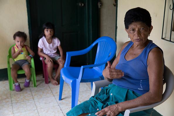 Residente Antonia Ponce, 73 años, habla sobre el desplazamiento de familias por construcción de un canal de $ 50 billones, que requerirá 14 millones de toneladas de cemento, 149 millones de toneladas de arena y roca y el retiro de 4 billones de metros cúbicos de suelo. Fotógrafo: Susana Gonzalez/Bloomberg a través de Getty Images