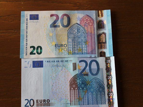 Banco Central alemán (Bundesbank) muestra billetes de 20 euros en una conferencia de prensa (Photo by Abdulselam Durdak/Anadolu Agency/Getty Images)