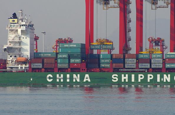 Un barco de carga en el puerto de Rizhao, provincia de Shandong, China. (STR/AFP/Getty Images)