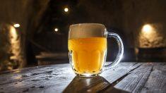 Cae en coma etílico y los médicos lo salvan con 15 latas de cerveza