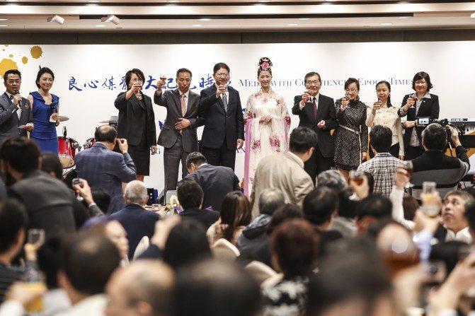 La Gran Época Hong Kong acogió a más de 200 invitados de negocios, medios de comunicación y política de Hong Kong en un venue en Tsim Sha Tsui, para celebrar el 15 aniversario de la fundación del periódico. 1 de diciembre de 2015. (Poon Cai-shu / La Gran Época)
