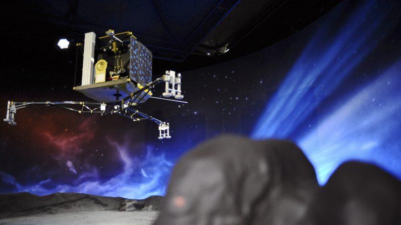 Últimas esperanzas de despertar al robot Philae posado en un cometa. El cometa se aleja del Sol y por lo tanto la energía que reciben los paneles solares de Philae disminuye. (REMY GABALDA/AFP/Getty Images)