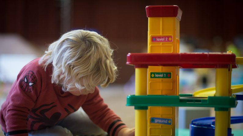 En Finlandia, un país destacado por el alto nivel de educación de sus habitantes, los niños no aprenden a leer hasta los 7 años. Antes de la primera simplemente se dedican la mayor parte del tiempo a jugar (Photo by Matt Cardy/Getty Images)