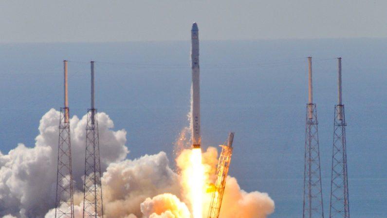 SpaceX pospone el lanzamiento de cohete Falcon 9 hasta el lunes.         (BRUCE WEAVER/AFP/Getty Images)