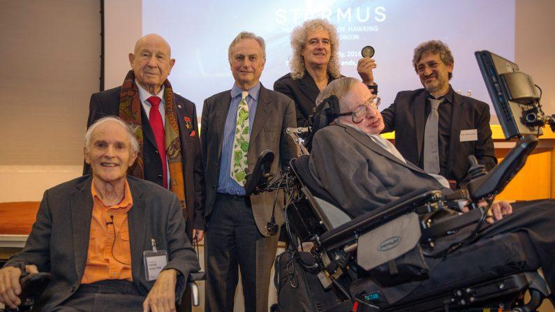 El nuevo premio a la comunicación de la ciencia del Profesor Stephen Hawking es para reconoce el trabajo de aquellos que promueven el conocimiento de la ciencia a través de la música, las artes y cine. (Dan Kitwood/Getty Images)