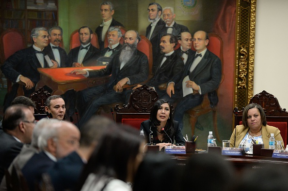 La presidenta del Tribunal Supremo de Justicia de Venezuela Gladys Gutiérrez (c) preside una reunión con los magistrados recién designados por la Asamblea Nacional.(FEDERICO PARRA/AFP/Getty Images)