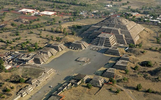 Arqueólogos encuentran restos de carnívoros cautivos en pirámides de México