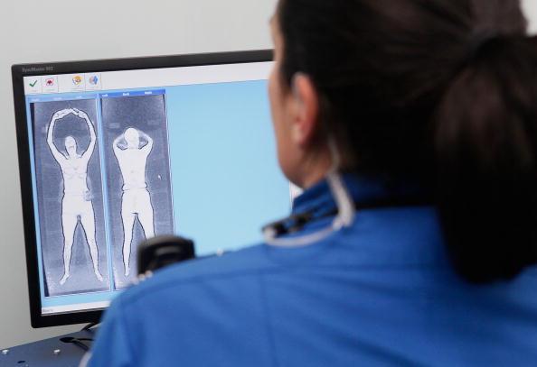 La revisión a través del escáner corporal fue justificada por las autoridades de EU por medidas de seguridad. (Scott Olson/Getty Images)