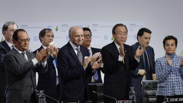 Adopción de un pacto histórico de calentamiento global en la Conferencia del clima de COP21 en Le Bourget, al norte de París, el 12 de diciembre , 2015 (Photo by Arnaud BOUISSOU/COP21/Anadolu Agency/Getty Images)