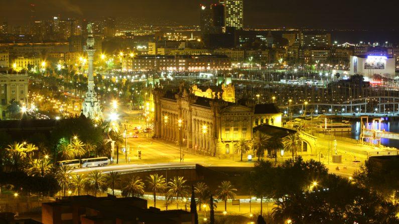 La noche de Barcelona se engalana una vez más con The Shopping Night. (en.wikipedia.org )