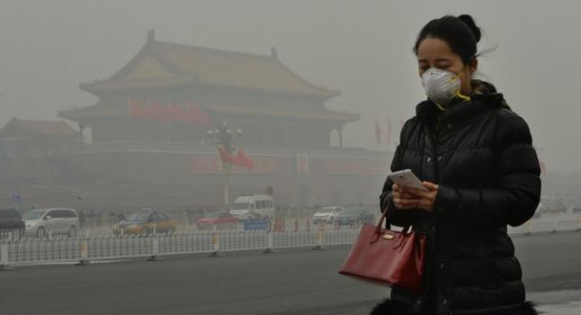 La contaminación del aire en Beijing la hace casi inhabitable para los humanos. (Mark Ralston/AFP/Getty Images)