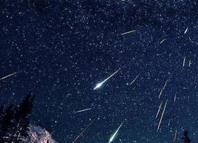 El origen de los meteoritos de la Eta Acuáridas es el cometa Halley, un cuerpo celeste grande y brillante que orbita alrededor del Sol en una órbita de 76 años.