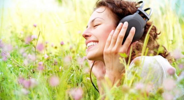 La música también puede sacarnos de nuestros estados de sufrimiento. * Shutterstock