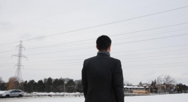 Ampliar foto El señor Wang (un alias) en Toronto, Canadá, en esta foto de archivo. Como médico interno en China en la década de 1990, el señor Wang dijo que fue testigo de la sustracción de órganos a una persona viva. (Yi Ling / La Gran Época)