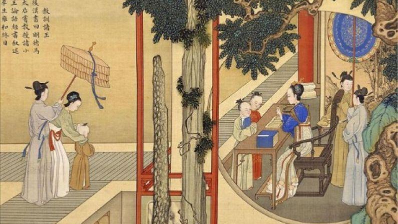 """Mingde, la noble viuda emperatriz de la dinastía Han, instruye a los jóvenes príncipes en los clásicos confucianos en esta escena del """"Álbum de las virtuosas emperatrices en dinastías sucesivas"""", de Qing Jiao Bingzhen, pintor de la corte de la dinastía. (Dominio público / Wikimedia Commons)"""