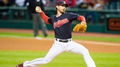 MLB: Indios de Cleveland extienden contrato al lanzador Josh Tomlin