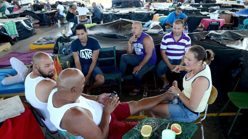 Los cubanos quedaron varados en Costa Rica en noviembre pasado luego de que el gobierno de Nicaragua les cerró la frontera. Actualmente quedan otros 2.000 migrantes isleños estacionados en Panamá, ya que el gobierno de San José les suspendió la entrega de visas en diciembre pasado.    (CARLOS GONZALEZ/AFP/Getty Images)