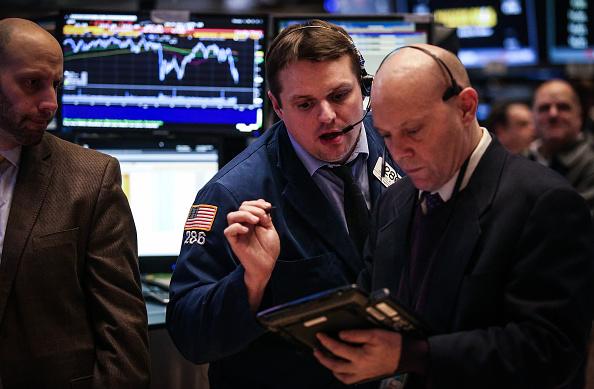 En Bolsa de Nueva York (NYSE) en Nueva York, Estados Unidos, el barril de petróleo por debajo de los 27 dólares. Fotógrafo: Chris Goodney/Bloomberg a través de Getty Images