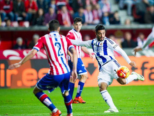 Carlos Vela of Real Sociedad de Futbol controls the ball during the La Liga match between Real Sporting de Gijon and Real Sociedad de Futbol at Estadio El Molinon on January 22, 2016 in Gijon, Spain. (Photo by Juan Manuel Serrano Arce/Getty Images)