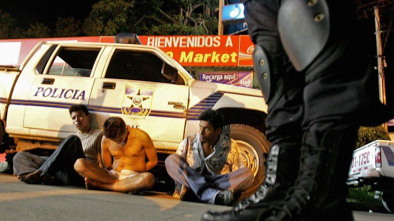 El Salvador busca desarticular pandillas para reducir homicidios. (YURI CORTEZ/AFP/Getty Images)