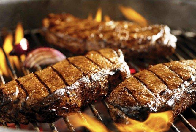 Los hallazgos mostraron que el riesgo de muerte prematura se redujo un 34% si las personas comían menos carne roja procesada.
