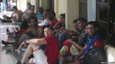 """Alcalde de Miami dice que será un """"caos"""" posible llegada de inmigrantes"""