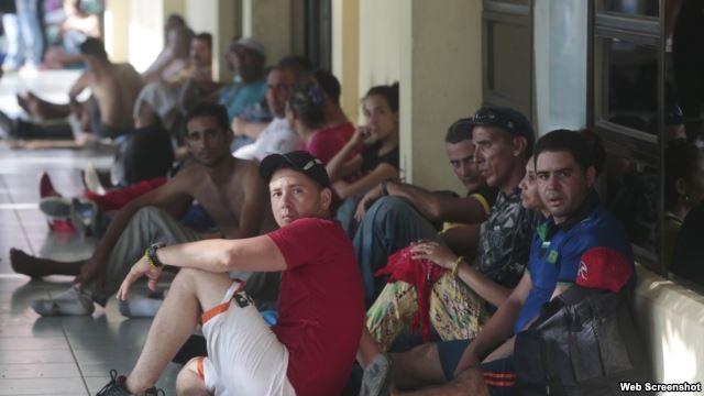 Cubanos en uno de los albergues que acoge a los migrantes en Costa Rica. (Archivo)