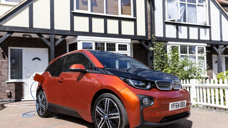 Fabricantes de autos apuestan por los vehículos eléctricos. (Miles Willis/Getty Images for Go Ultra Low)