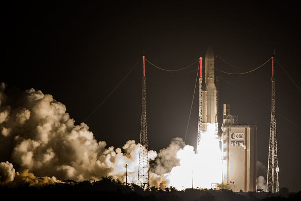 Ariane 5 pone en órbita satélite de telecomunicaciones para América. (JODY AMIET/AFP/Getty Images)