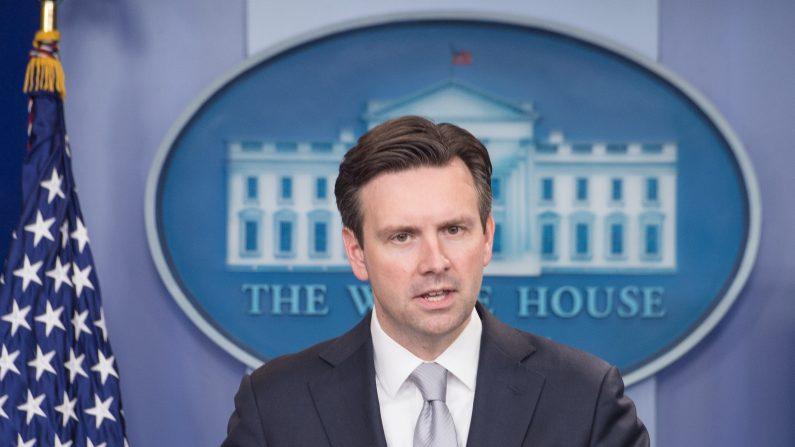 John Earnest, portavoz de la Casa Blanca: (Photo credit should read NICHOLAS KAMM/AFP/Getty Images)