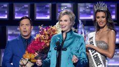 People's Choice Awards hace pariodia del error en el Miss Universo (VIDEO)