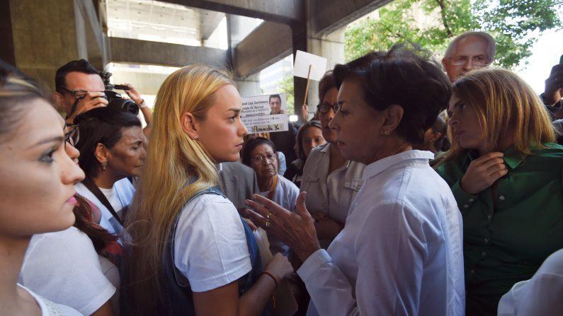 Lilian Tintori y madre de Leopoldo López denuncian malos tratos en cárcel de Ramo Verde. (JUAN BARRETO/AFP/Getty Images)